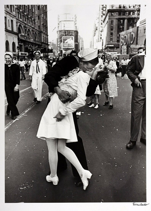 Photo by Alfred Eisenstaedt of the Kissing Sailor, taken on V-J Day, 1945