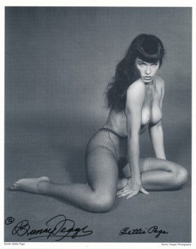 Bettie Page Autographed Bunny Yeager 8x10 1950s Pin-up Photo 009
