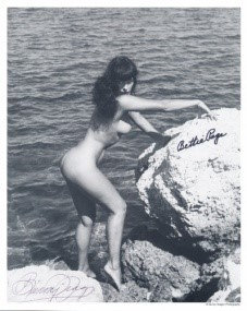 Bettie Page Autographed Bunny Yeager 8x10 1950s Pin-up Photo 023