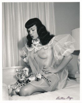 Bettie Page Autographed Bunny Yeager 8x10 1950s Pin-up Photo 015