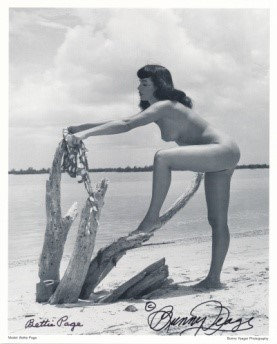 Bettie Page Autographed Bunny Yeager 8x10 1950s Pin-up Photo 016