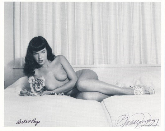 Bettie Page Autographed Bunny Yeager 8x10 1950s Pin-up Photo 062