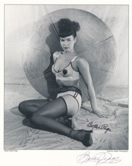 Bettie Page Autographed Bunny Yeager 8x10 1950s Pin-up Photo 008
