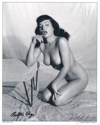Bettie Page Autographed Bunny Yeager 8x10 1950s Pin-up Photo 002
