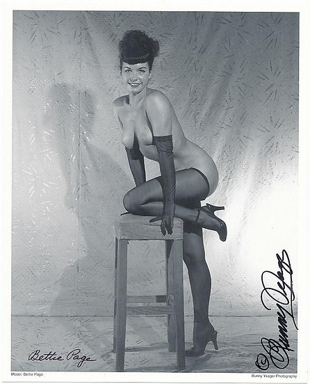 Bettie Page Autographed Bunny Yeager 8x10 1950s Pin-up Photo 031