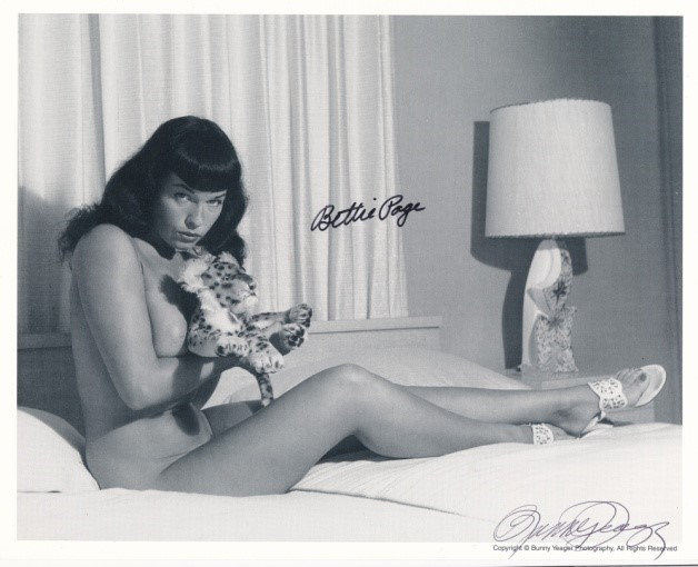 Bettie Page Autographed Bunny Yeager 8x10 1950's Pin-Up Photo 063