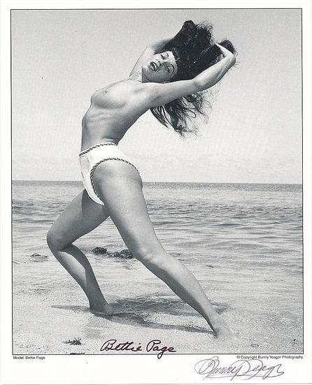 Bettie Page Autographed Bunny Yeager 8x10 1950s Pin-up Photo 010