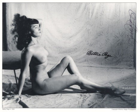 Bettie Page Autographed Bunny Yeager 8x10 1950s Pin-up Photo 066
