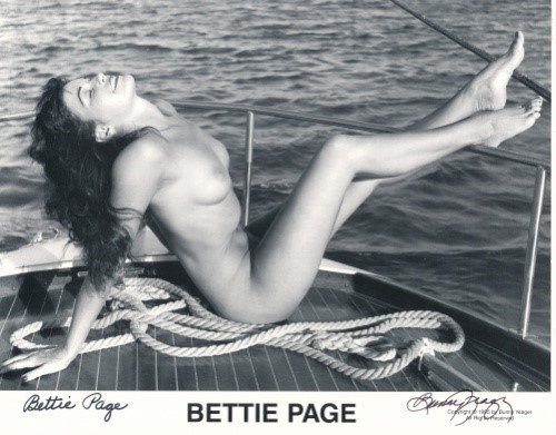 Bettie Page Autographed Bunny Yeager 8x10 1950's Pin-Up Photo 064