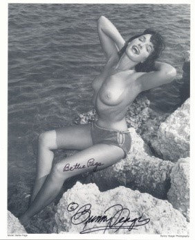 Bettie Page Autographed Bunny Yeager 8x10 1950s Pin-up Photo 030