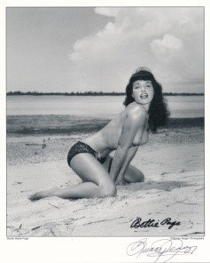 Bettie Page Autographed Bunny Yeager 8x10 1950s Pin-up Photo 017