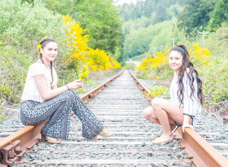 H.S. Senior Destination Portrait Shoot ~ Micaela & Savannah ~ Wildcat Creek Covered Bridge &