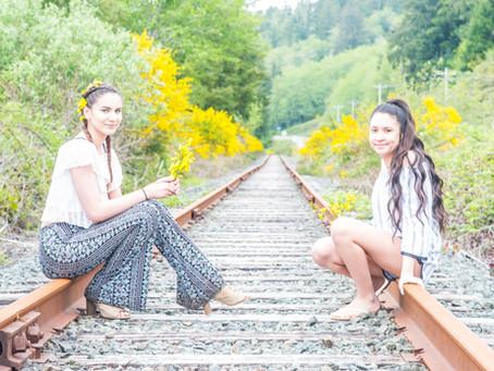 H.S. Senior Destination Portrait Shoot ~ Micaela & Savannah ~ Wildcat Creek Covered Bridge &