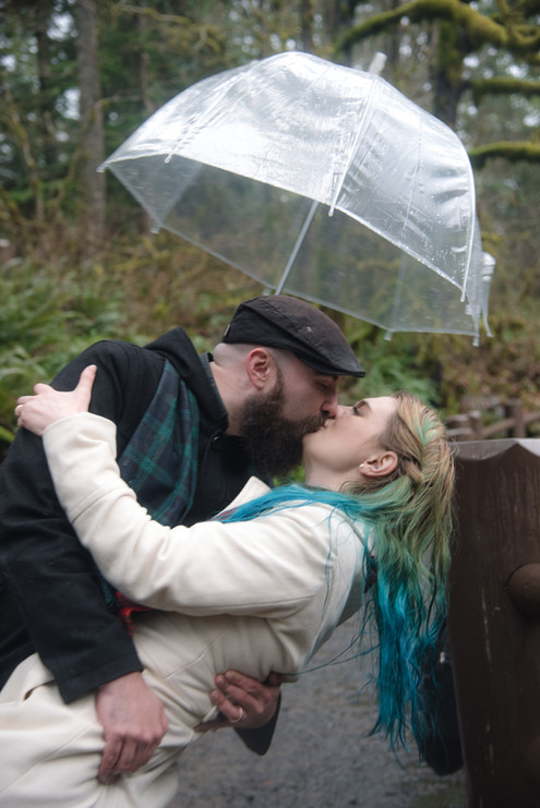 Dip kiss in the rain