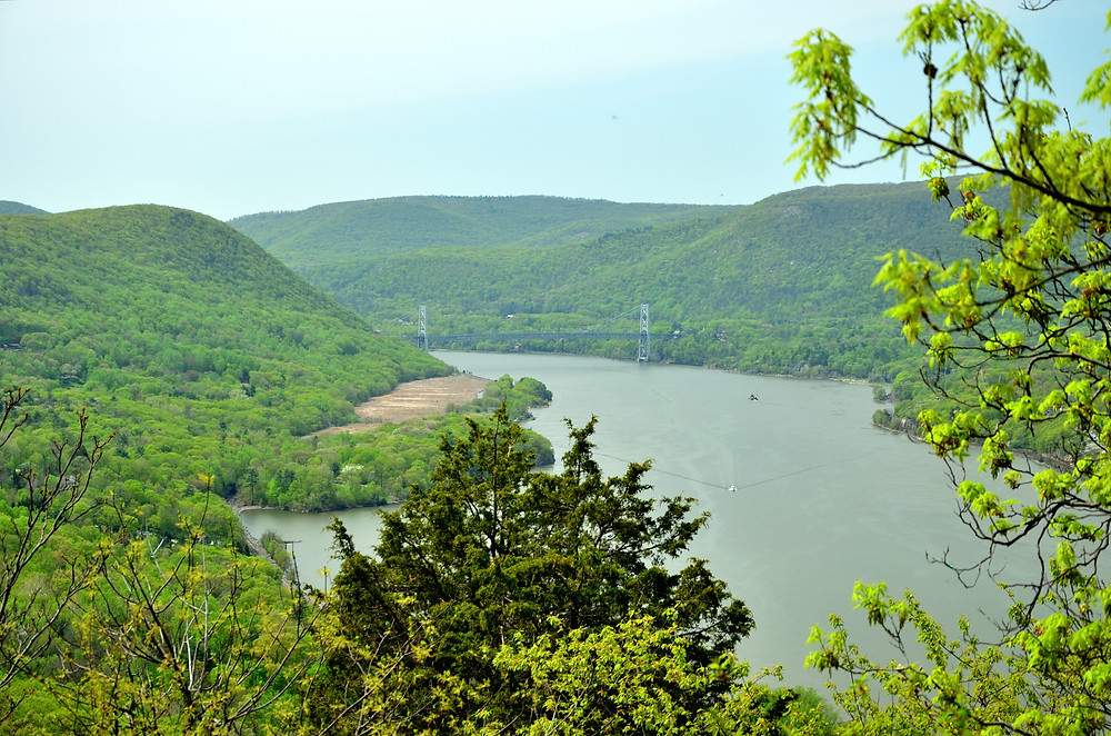 Sugarloaf Hill's view of the Hudson facing south