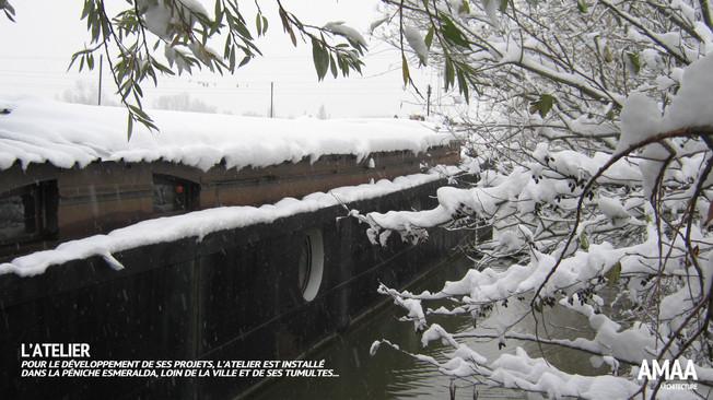 La péniche sous la neige