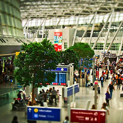 airport-1515448_1920_edited.jpg