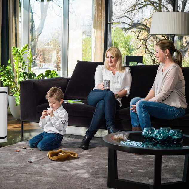 P500_BONECO_Image_Livingroom_Woman_Child