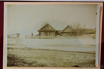 Ğabdulla Tuqay tugan yort - mulla Möxämmätğarif yortı. (Foto 1912 yılda yasalğan)