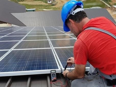 Empresas Brasileiras que investiram em equipamentos de energia solar este ano já sentem os benefício