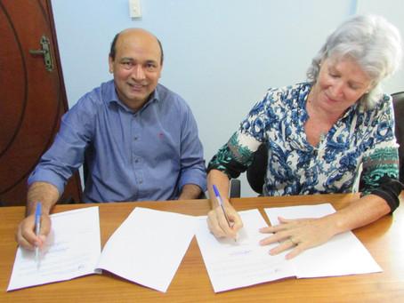 Assinado acordo que disponibilizará atendimento gratuito de terapias holísticas no Sistema Público d