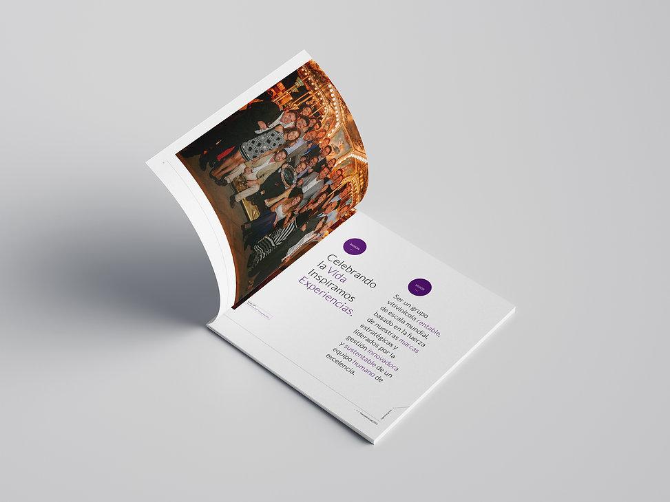 Free_Square_Brochure_Mockup_06.jpg