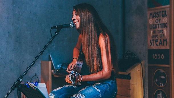 Girl_singing_edited.jpg