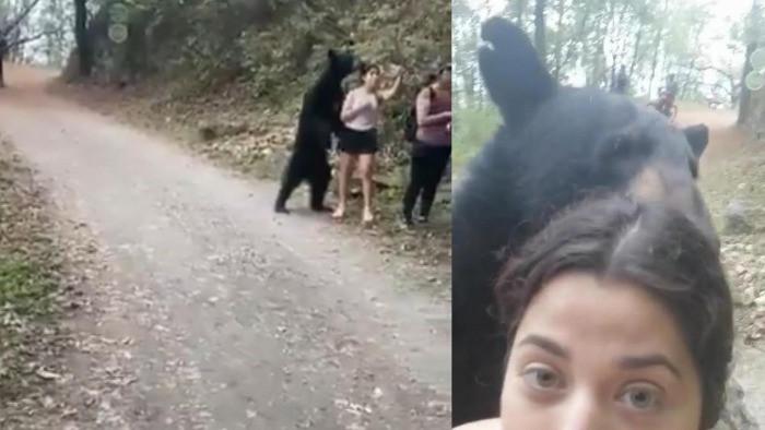 selfie con orso nero