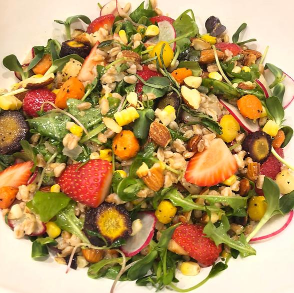 Arugula Summer Salad with Strawberries, Carrts and Corn