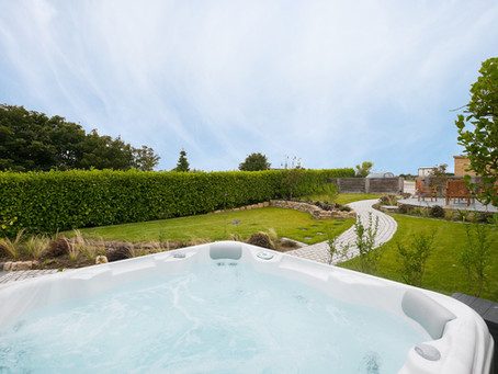 Luxury Christmas and New Year breaks, with hot tub - Save up to £550!