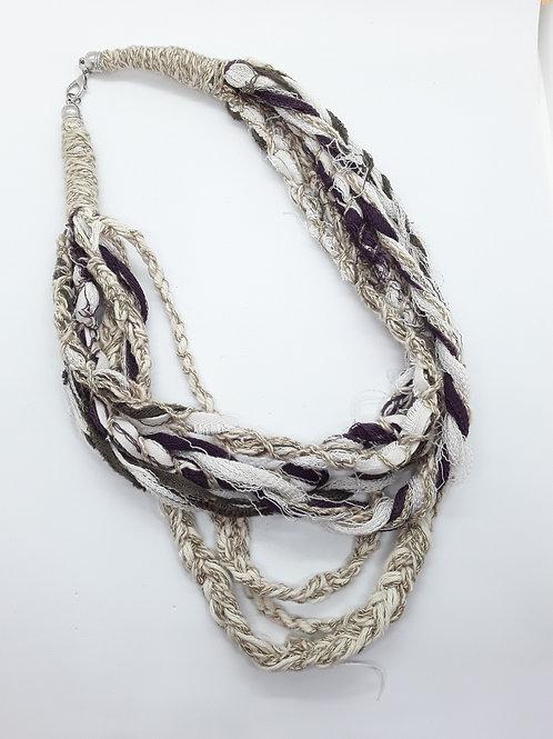Collar hilos trenzado color ocre