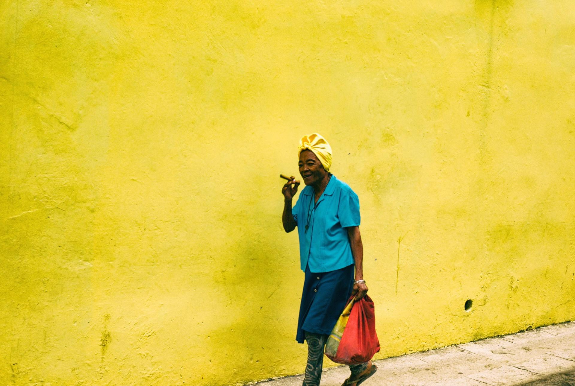 Lady with cigar, Havana