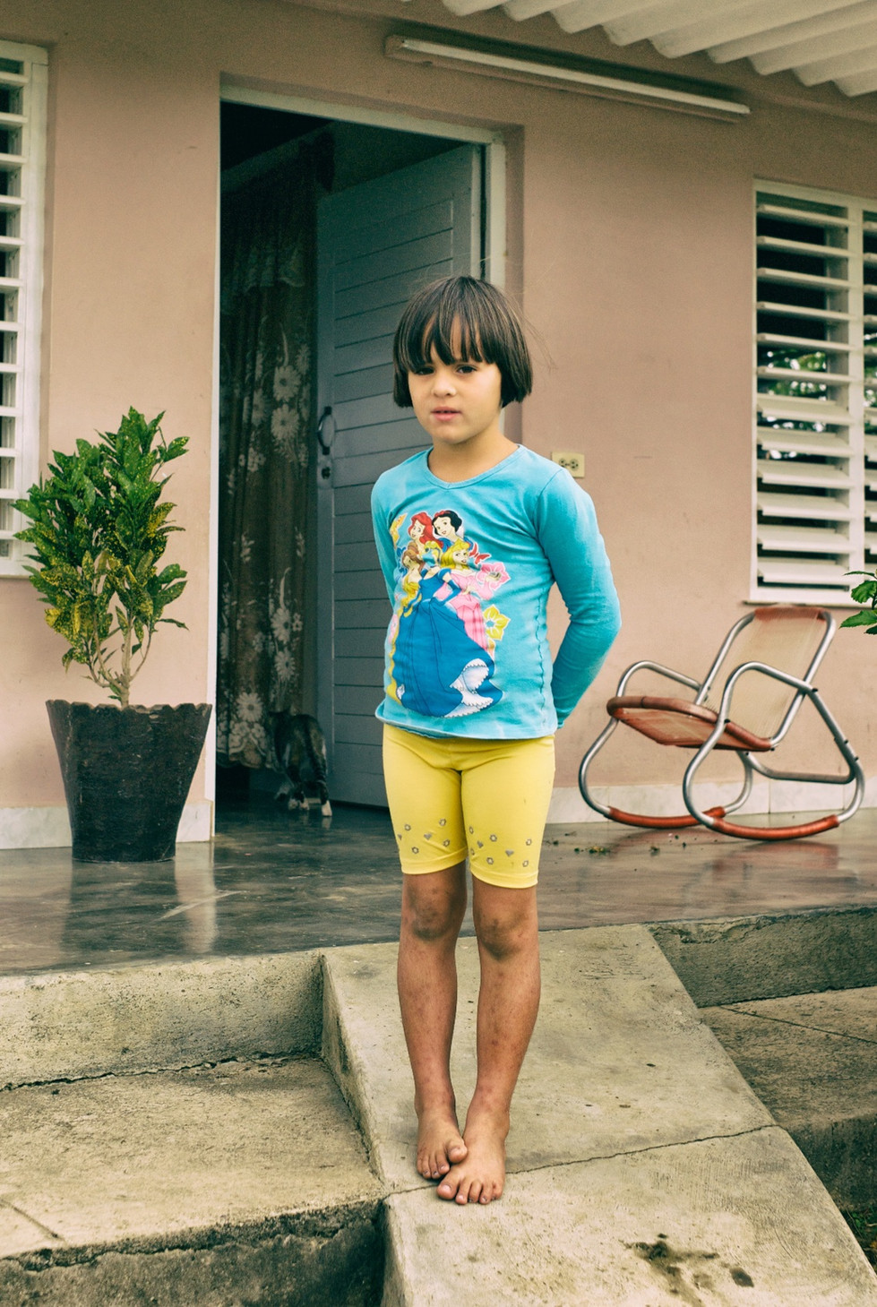 Child with muddy knees, Cuba