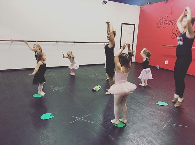 Jumping over our lily pads! 🐸 #princess #xrdance #kidsdanceclasses #steps #ballerinas