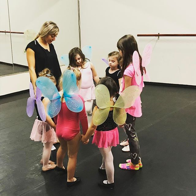 Our colorful Princess Ballerinas in class 🦋 👑 👸🏼⭐️
