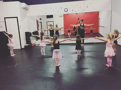 Working on our 5 positions! 👯🎀 Princess Ballerinas _Fairy Garden Adventure_ ••••••••••••••••••••••