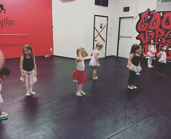 Princess Ballerinas Today learning our Froggy Jumps 🐸_•••••••••••••••••••••••••••_#xrdance #dance #