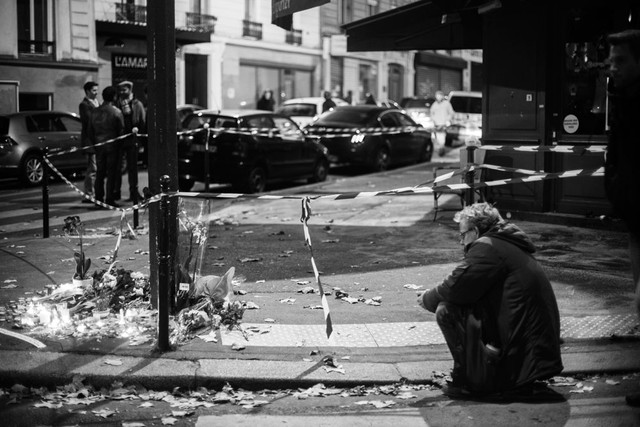 Rue de la Fontaine-au-Roi. 13 Novembre 2015 à 21h32.