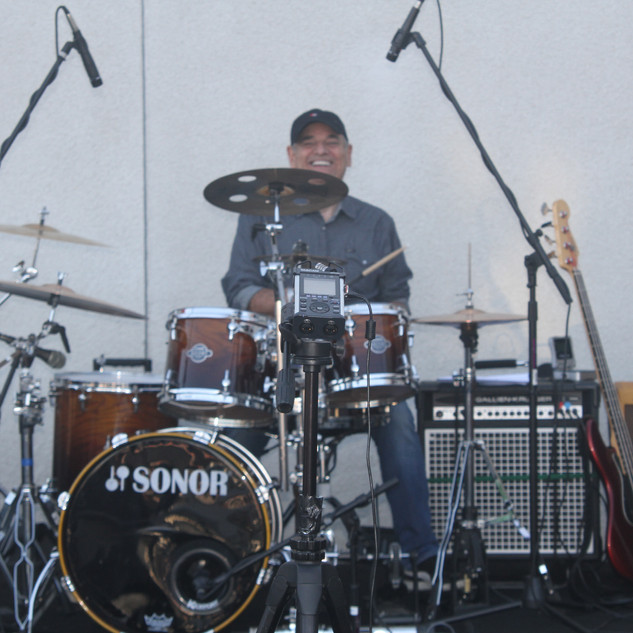 Ron Ravicchio.....Drums