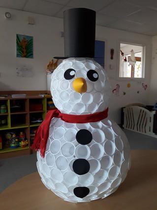 Ça y est ! Les premières neiges sont tombées. Les enfants vont pouvoir faire des bonhommes de neige.