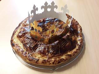 La galette des rois : nous avons nous même confectionné de magnifiques couronnes.