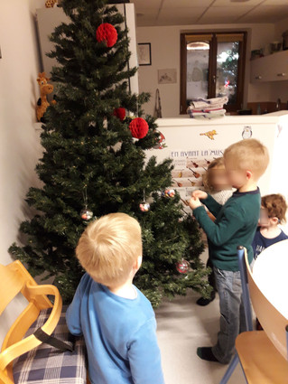 Les enfants ont eux-mêmes décoré le sapin