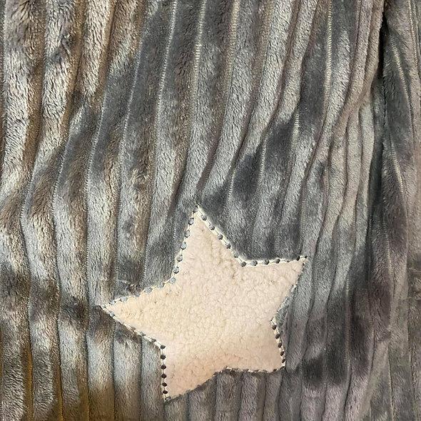 Plaids avec une étoile brodée