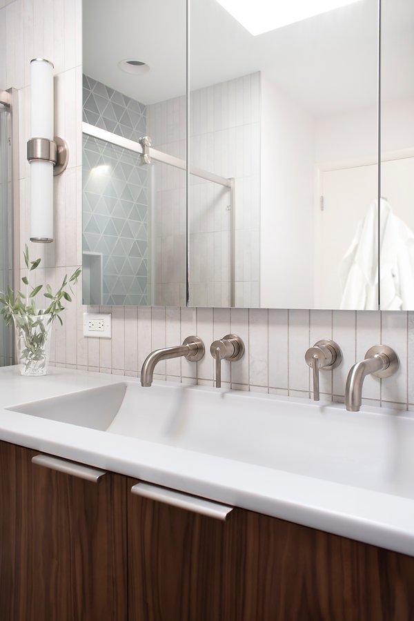 Altered State White Hot Mosaic straight stack wall tile, Delta Trinsic single control, custom sink molded into Corian top