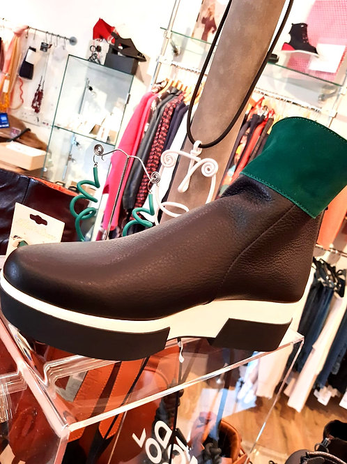 Arche Fyloey boot in black leather with green contrast ankle cuff