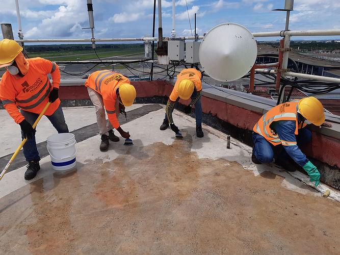 Llevamos a cabo todo tipo de impermeabilizaciones líquidas, con manto asfáltico, TPO, PMMA, PVC