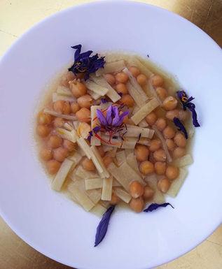 Taccozze (italian pasta), chickpeas and saffron