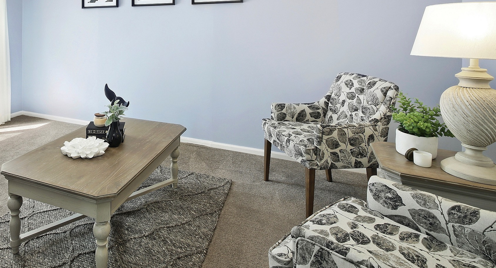 Sitting room with occasionals