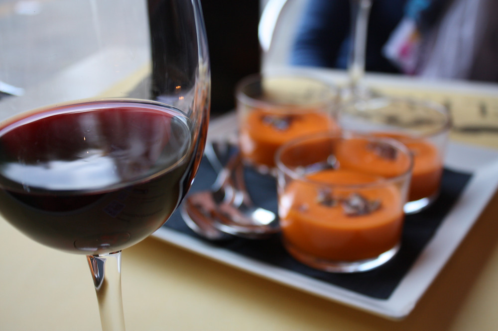 Vino Tinto with Salmorejo