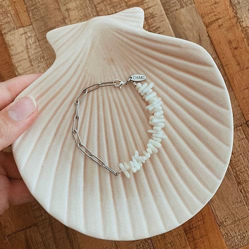 Armbandje wit koraal met zilver/gouden schakel